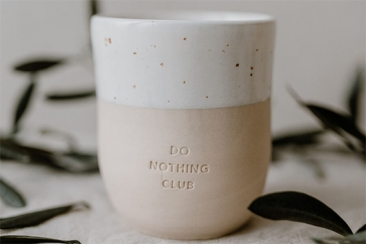 Steingutbecher Do Nothing Club